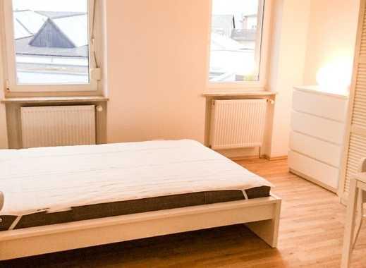 Sanierte, helle, möblierte 1,5 Zimmer Altbau-Wohnung mit Einbauküche