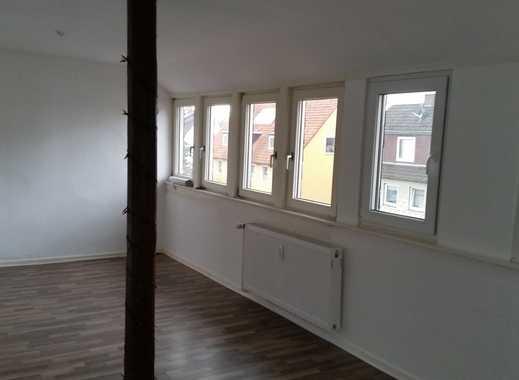 Sanierte 2-Zimmer-DG-Wohnung mit Einbauküche in Hessisch Oldendorf