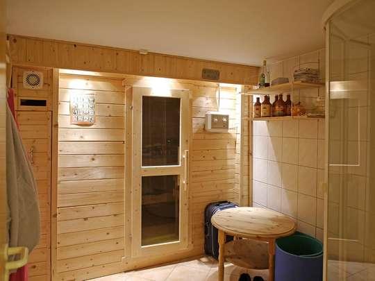 Attraktive Doppelhaushälfte mit Kamin, Pool und Sauna auf kleinem Grundstück - Bild 15