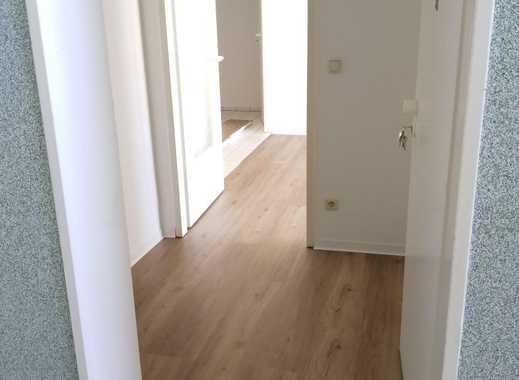 **** Sonnige und frisch renovierte 2-Zimmer Wohnung sucht neuen Mieter ****