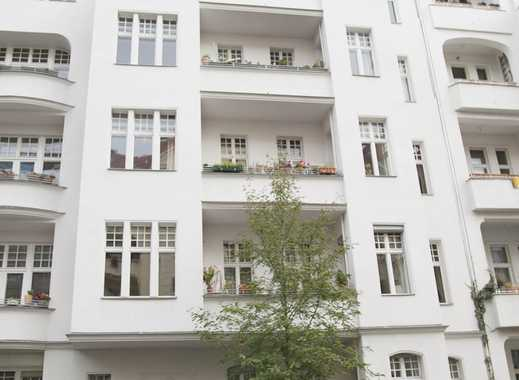 Lichtdurchflutete teilmöblierte Dachgeschosswohnung mit Dachterasse im Herzen Schönebergs