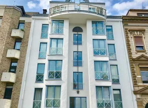 Gemütliche 2-Zimmer-Wohnung mit Balkon und Einbauküche in zentraler Lage