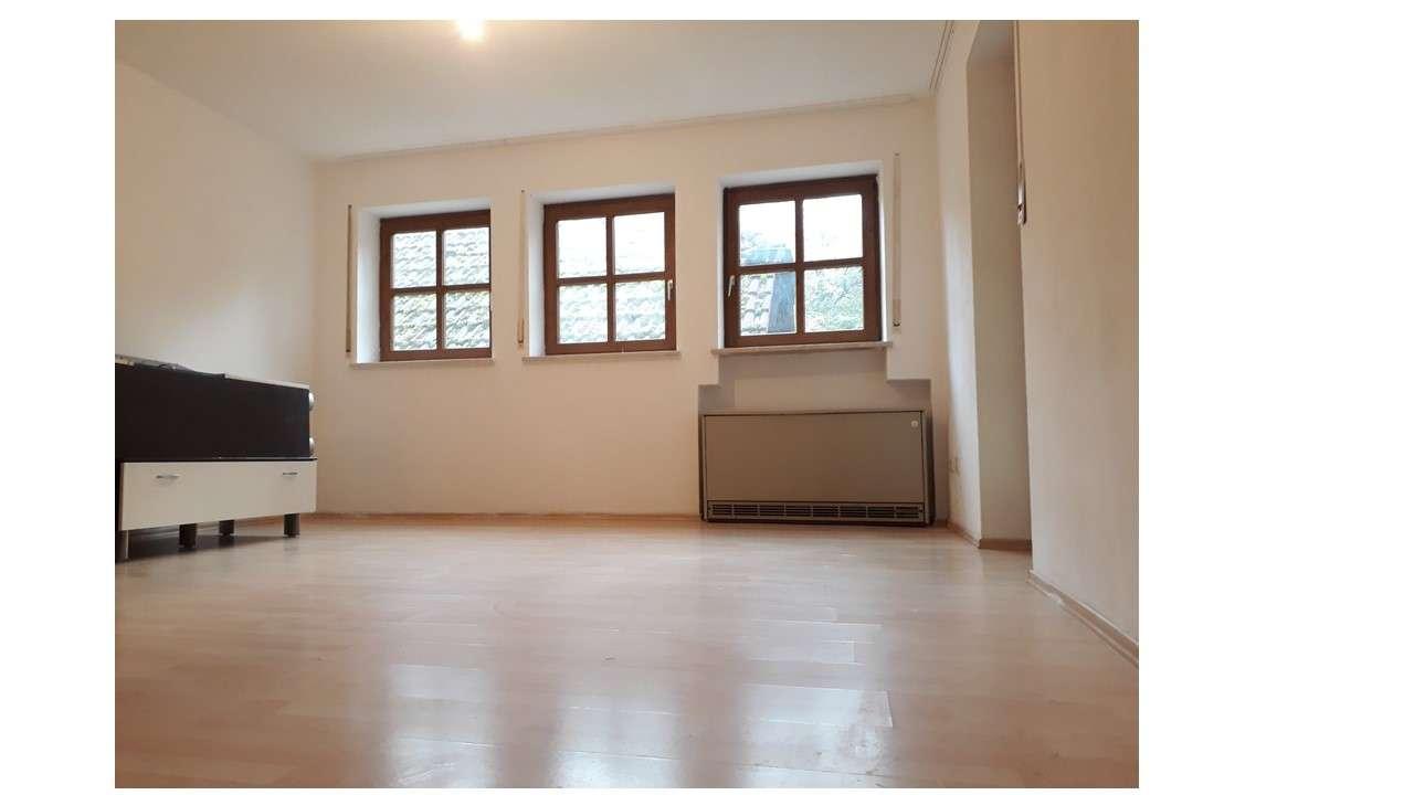 Sanierte 2-Zimmer-EG-Wohnung mit Terasse und EBK in Landshut in Achdorf (Landshut)