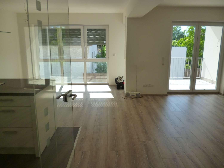 Moderne, geräumige drei Zimmer Wohnung (1.OG) in Alzenau-Stadt