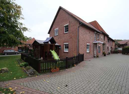 Reihenhauscharakter, 4,5 Zimmerwohnung, separater Eingang, kleiner Garten