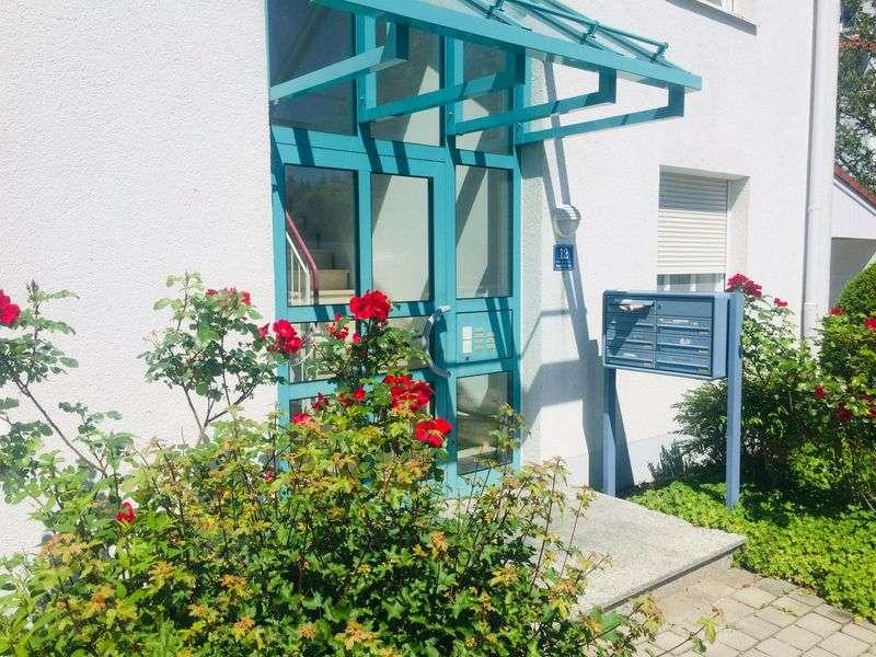 Schöne 4-Zimmer Dachgeschosswohnung mit großem Westbalkon & neuer Einbauküche, Grundfläche 88,29 m² in