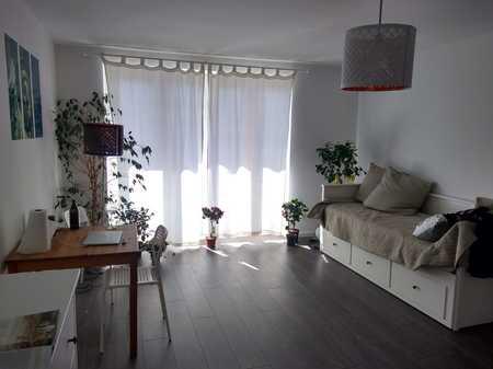 Zwischenmiete: helle, neuwertige 1,5-Zimmer-Wohnung mit großen Balkon und EBK in Toplage Schwabing in Schwabing-West (München)
