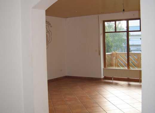 Helle 4-Zimmer-Wohnung in 6-FH mit Garage