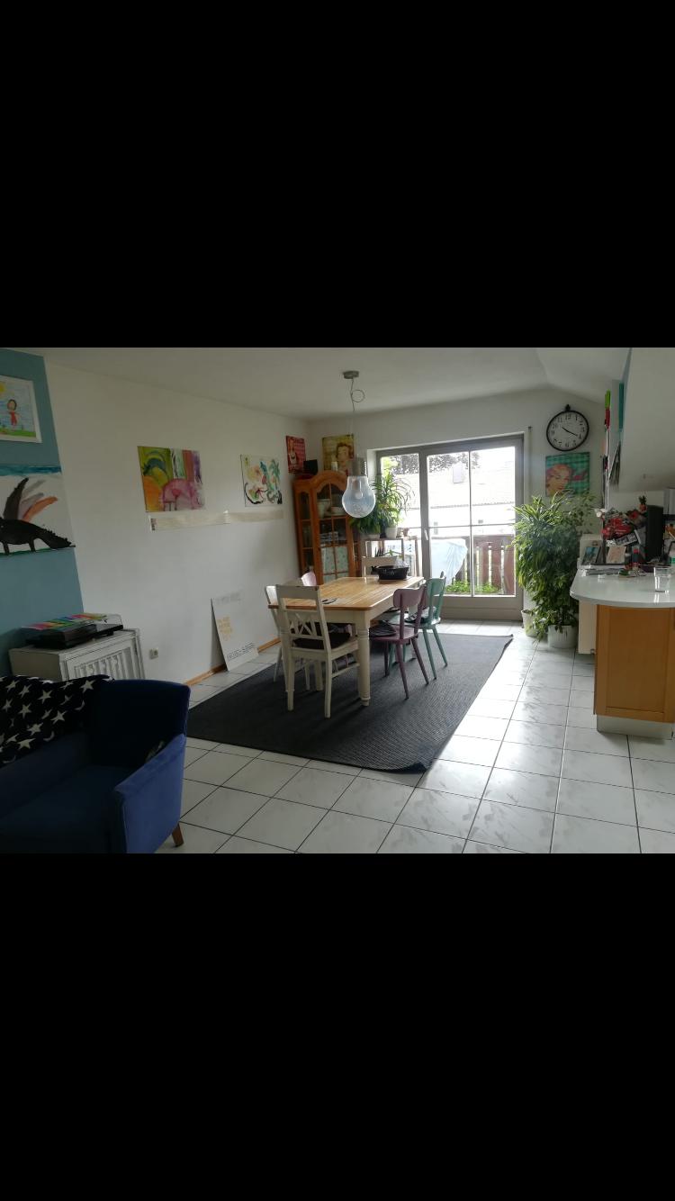 Neuwertige 3-Zimmer-DG-Wohnung mit Balkon und EBK in Mühldorf am Inn
