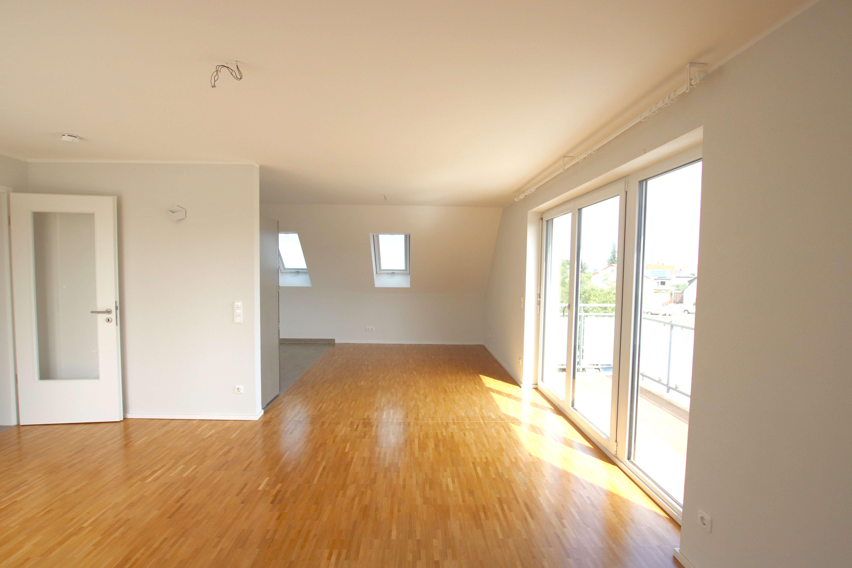 Schöne 3-Zimmer-Wohnung mit EBK & Balkon in Aubing