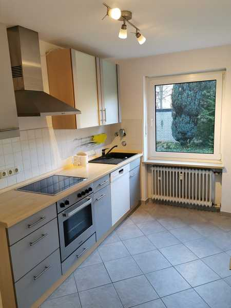 Helle 3-Raum-Hochparterre-Wohnung mit Balkon und EBK in München-Moosach in Moosach