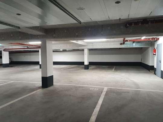 Außen- und Tiefgaragenstellplätze in Hannover-Bemerode, Bemeroder Straße 71