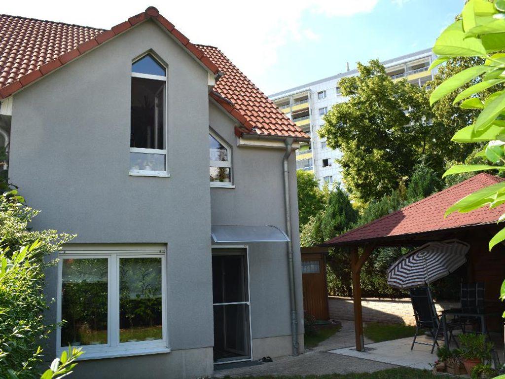 01-Wohnhaus Gartenseite