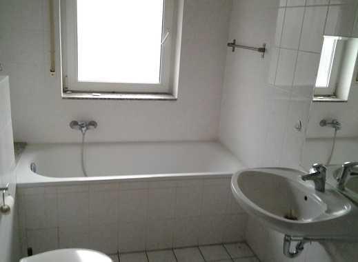 Schöne 2-Zimmer-Hochparterre-Wohnung mit Einbauküche und Balkon in Weiß, Köln