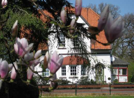 Schöne Altbauwohnung, lichtdurchflutet und mit wunderschönem Blick - courtagefrei!