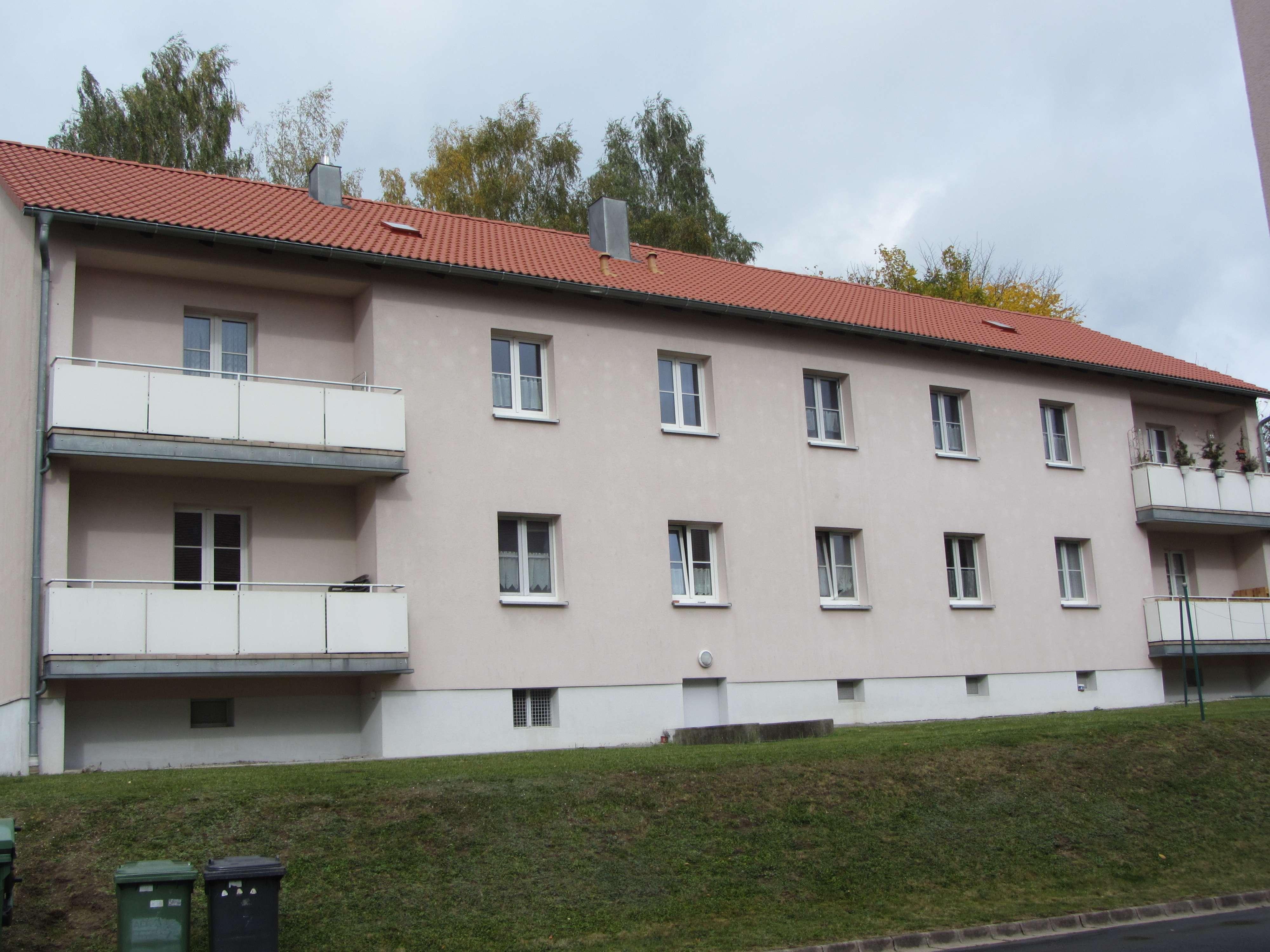 Helle, großzügige 2-Zimmer Wohnung mit Balkon in Waldershof