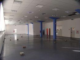 Büro groß in Gebäude links