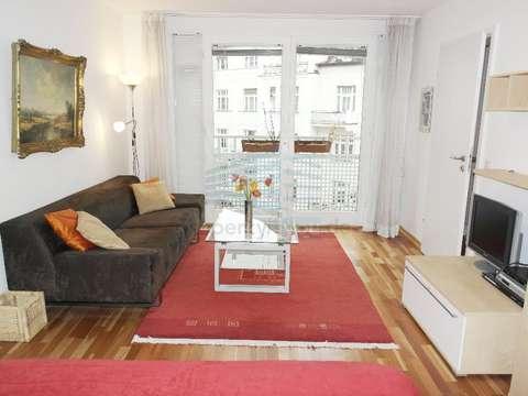 Möblierte 1 12 Zimmer Wohnung Mit Balkon In Schwabing West