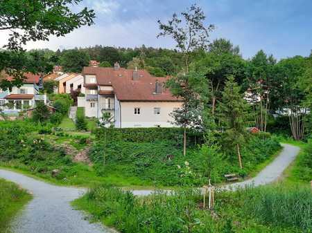 Wunderschöne 4-Zimmer-Wohnung mit 2 Balkonen, Einbauküche und zwei Garagenstellplätzen in Deggendorf in Deggendorf