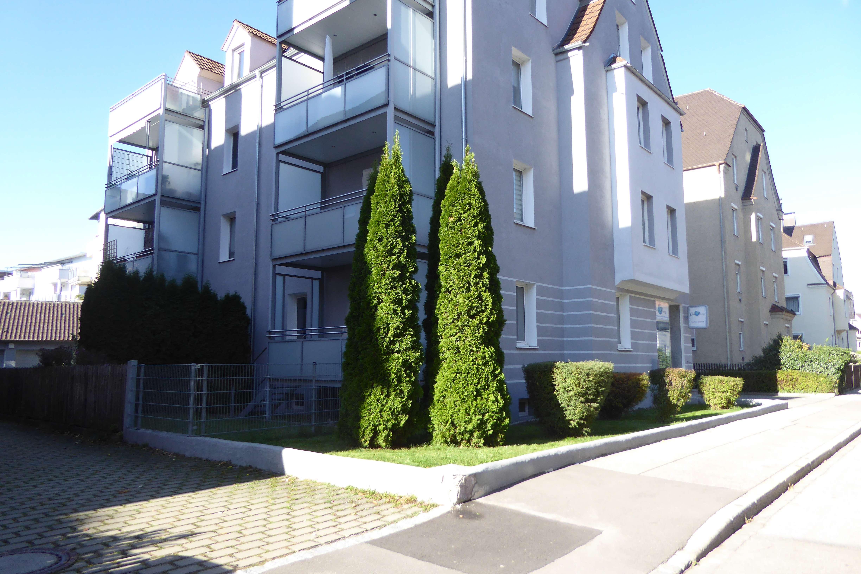 Gemütliche 3 ZKB-DG-Wohnung in Augsburg-Pfersee ! Tolles Badezimmer ! in Pfersee (Augsburg)
