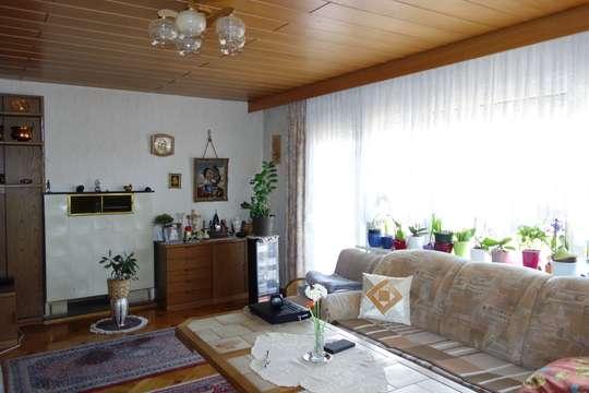 Freistehendes Wohnhaus mit 3 Zi. Wohnung und 2 Zi. Einliegerwohnung
