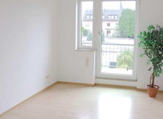 Helle geräumige 2,5 Zimmerwohnung mit großem Balkon
