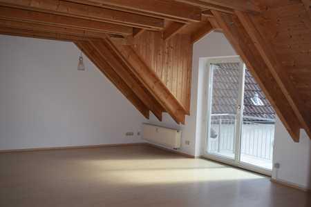 Tolle Dachgeschosswohnung mit Balkon und Carportstellplatz - zentrumsnah! in Mainburg
