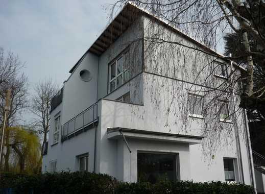 Vollständig renovierte 2,5-Zimmer-Maisonette-Wohnung mit großem Balkon in Frankfurt am Main - Bergen