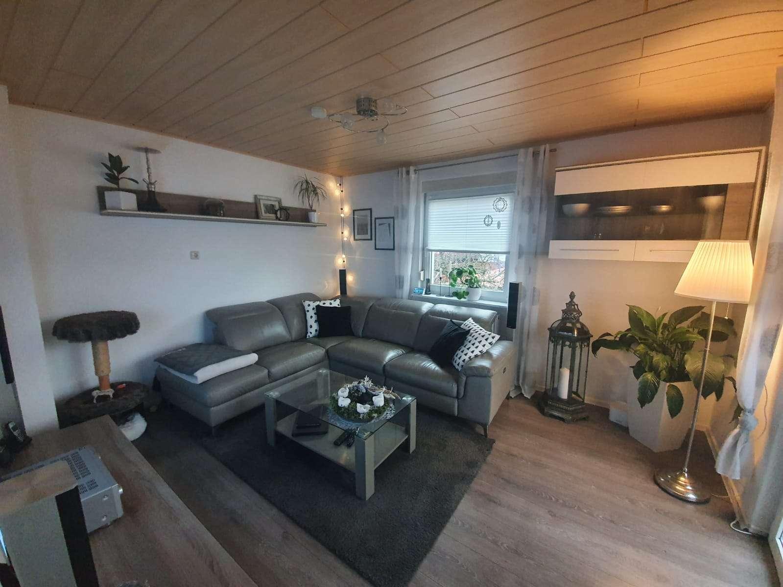 Gepflegte Wohnung mit dreieinhalb Zimmern und Balkon in Schonungen in