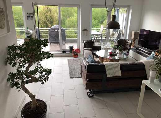 Stilvolle, neuwertigeNeuwertige 2,5-Zimmer-Wohnung mit Balkon und Einbauküche in Lev- Lützenkirchen