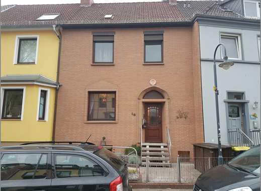 Walle/Sehr schönes Reihenhaus mit Klinkerfassade, Balkon und überdachter Terrasse im schönen Garten