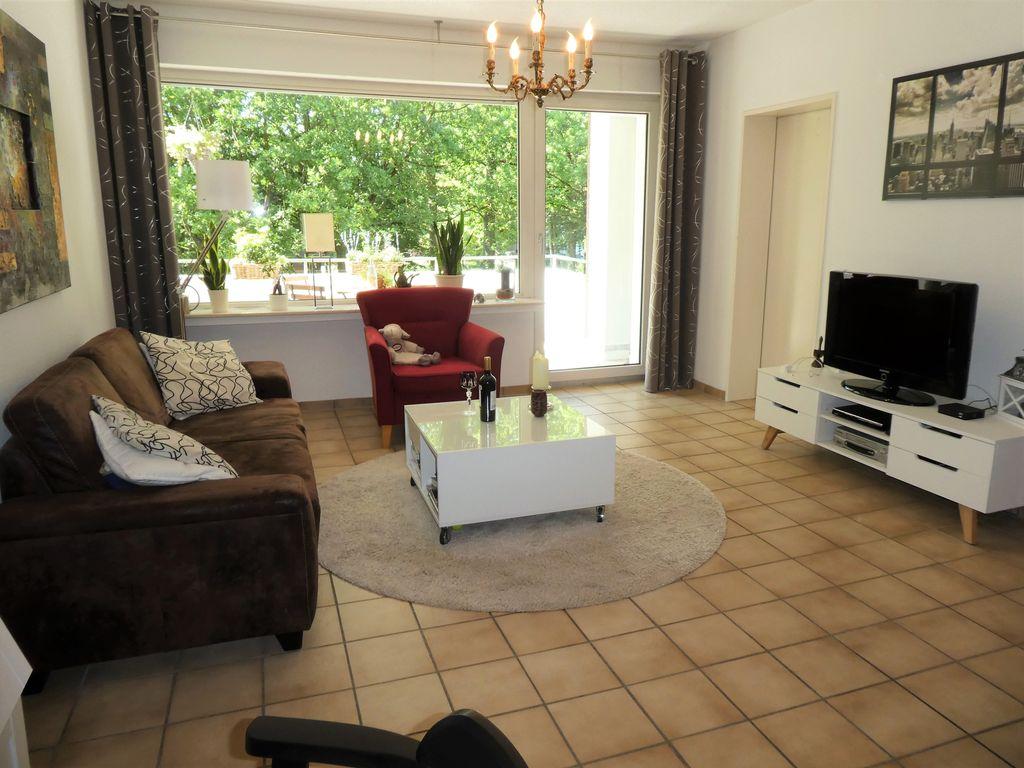 sch ne 2 3 zimmer wohnung mit balkon und einbauk che in. Black Bedroom Furniture Sets. Home Design Ideas