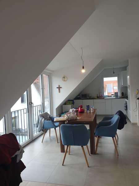 neuwertige DG-Wohnung mit Balkon in 3-Fam.-Haus in Neufahrn bei Freising