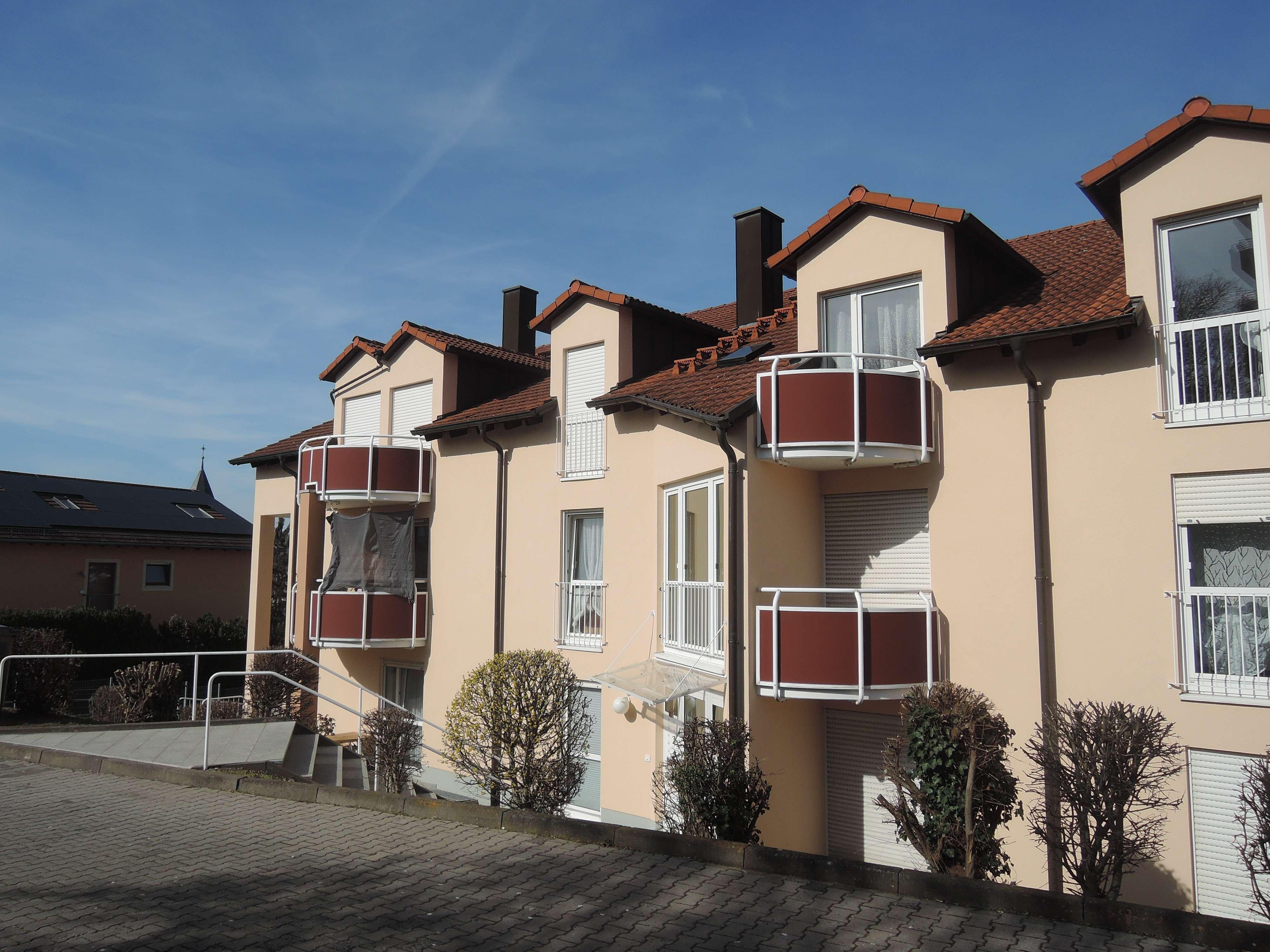 3-ZW im Dachgeschoss mit Balkon  im Frauenland/Mönchberg! in