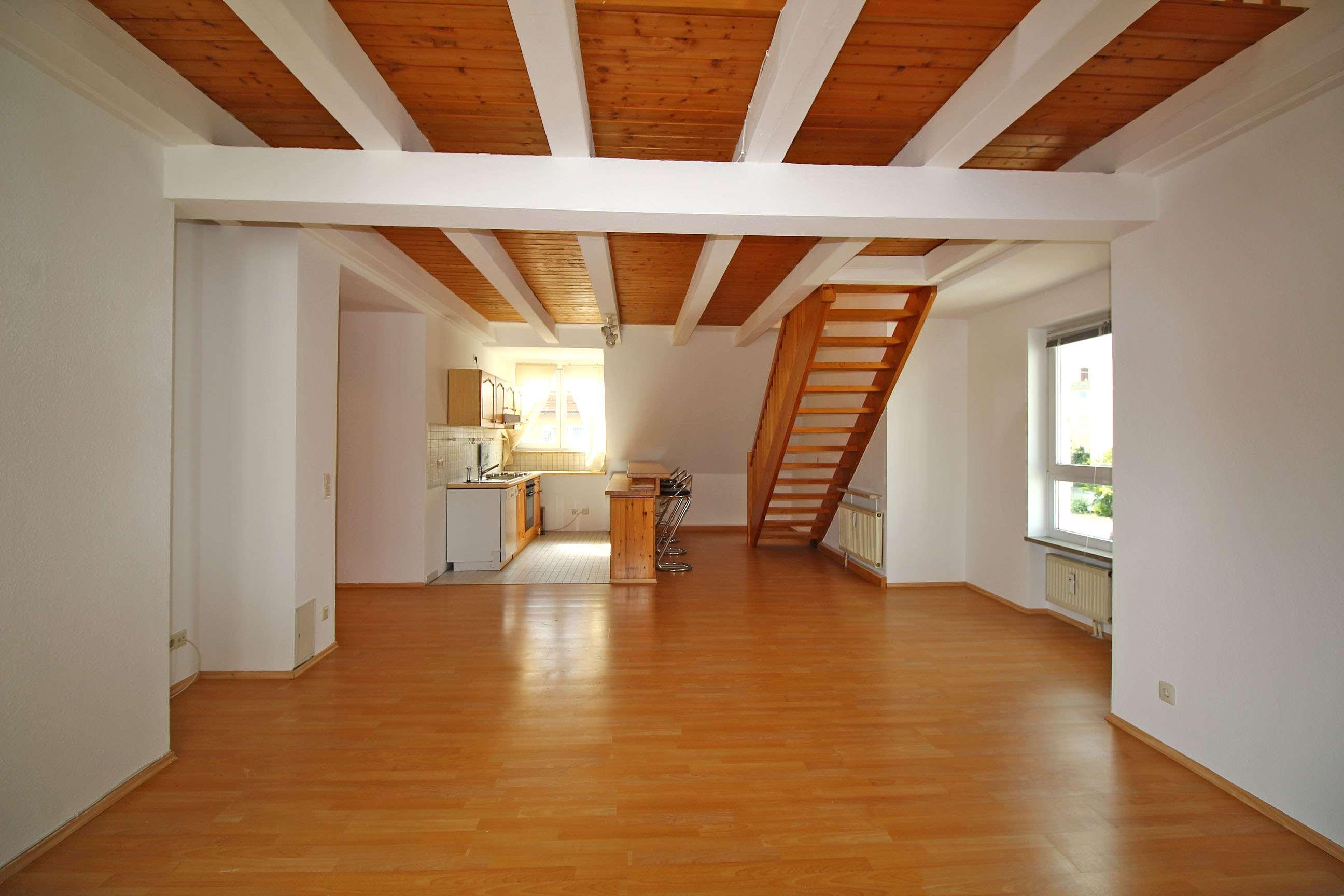 Helle, freundliche 2-Zimmer-Maisonette-Wohnung mit großer Dachterrasse in sehr schöner Lage in