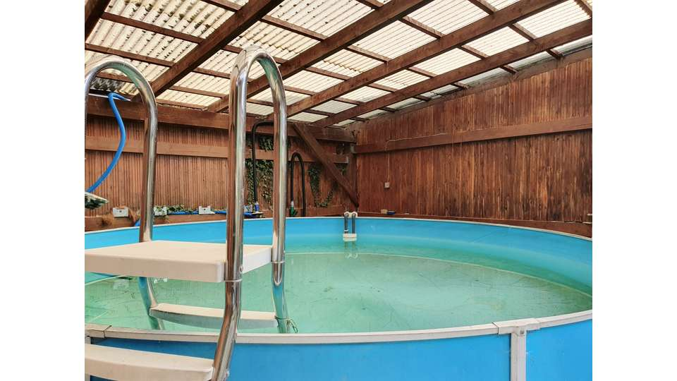 Pool überdacht