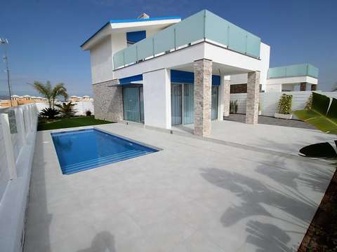 Moderne freistehende Villa mit eigenem Pool in La Marina