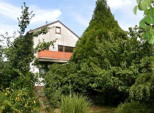 Klassisches Zweifamilienhaus mit herrlich grünem Garten