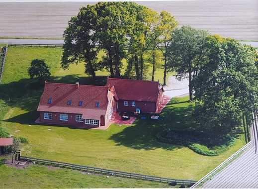 Großes exklusives Einfamilienhaus mit 2 Garagen und großem Garten!