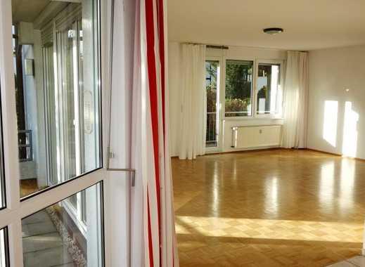 Sehr helle 3 Zimmer, 101 m ² Parkettwohnung, EBK vorhanden