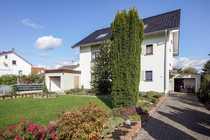 Freistehendes Einfamilienhaus mit eindrucksvollem Garten