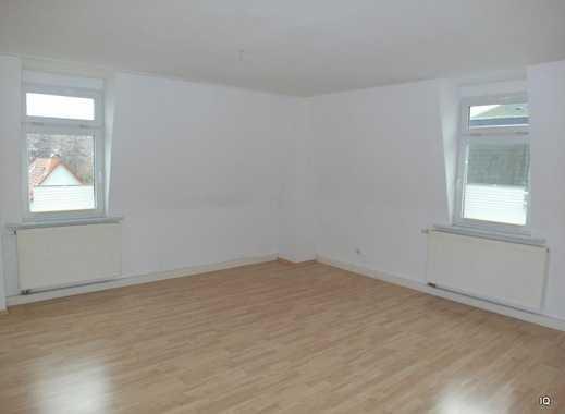 Gemütliche 4-Zimmer-Dachwohnung mit Laminatboden, Einbauküche & Badewanne/Dusche