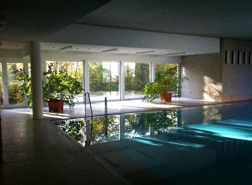3- Zimmer Wohnung mit nutzbarem Schwimmbad in zentraler Lage!