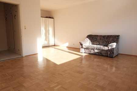 Schöne, geräumige ein Zimmer Wohnung  mit Balkon in München- Milbertshofen in Milbertshofen (München)