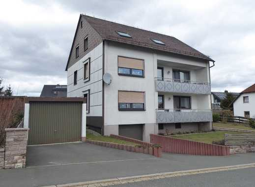 Gepflegtes Zwei- Dreifamilienhaus mit Garten und Garagen am Stadtrand von Schwarzenbach am Wald