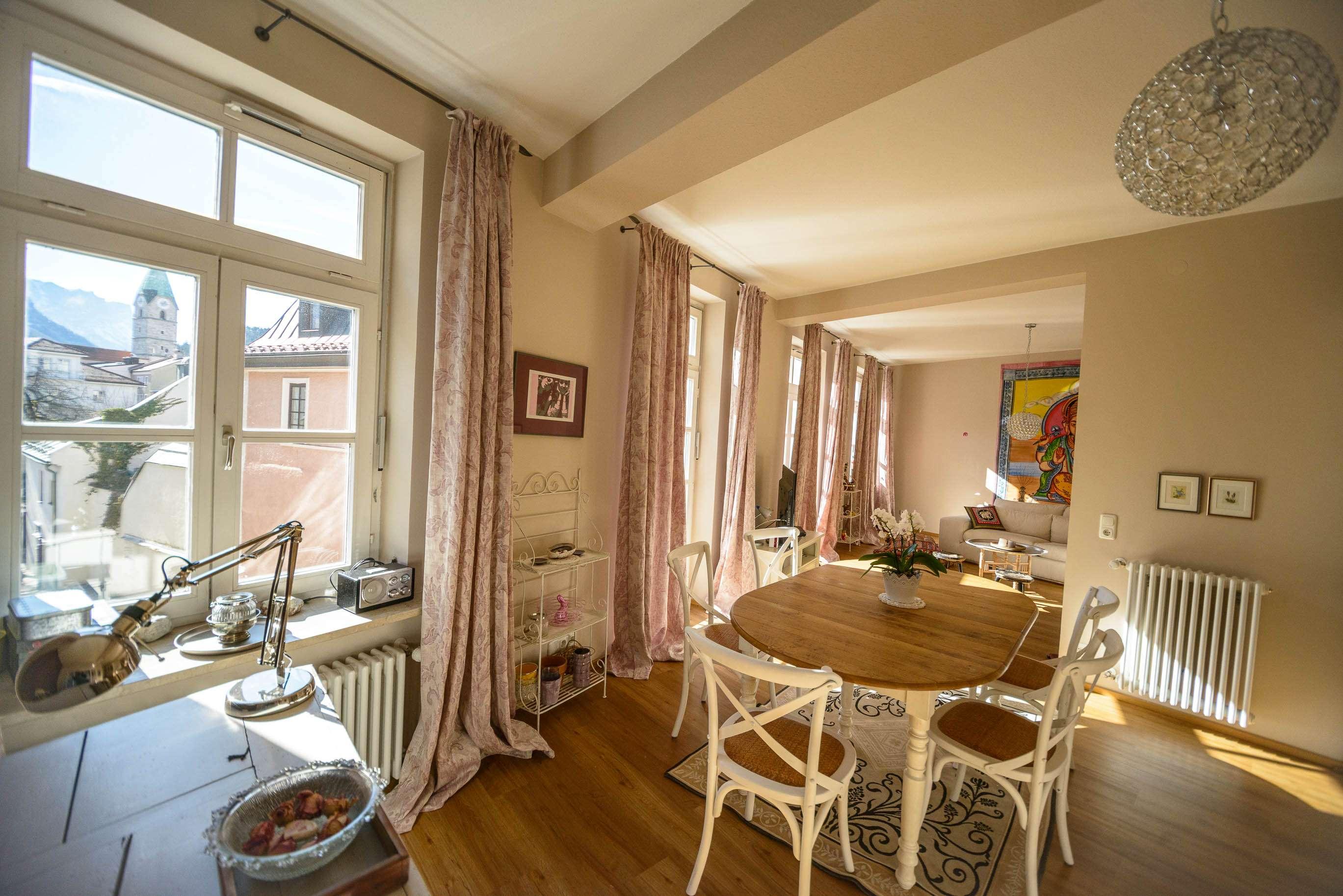 Stilvolle, neuwertige 3,5-Zimmer-Wohnung mit Balkon und EBK in Bad Reichenhall