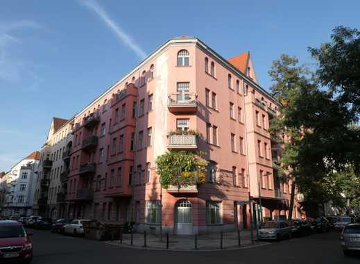 Schmuckstück in Schöneberg! Komplett sanierte 3 Zimmer-Altbauwohnung mit EBK und Balkon !!!