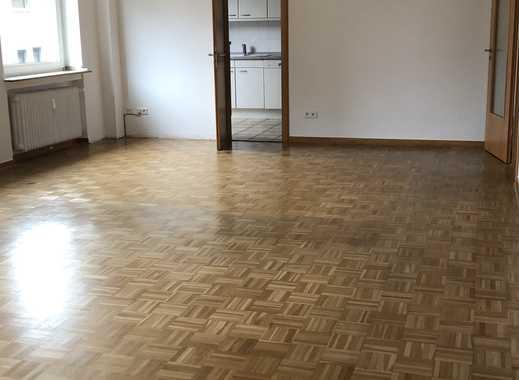 Vollständig renovierte 4-Zimmer-Wohnung mit 2 Balkonen und EBK in Mönchengladbach