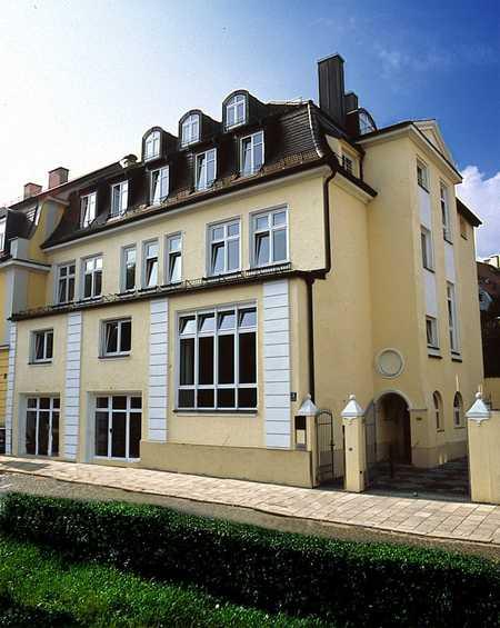 Sehr helle, schöne 5 Zimmer Wohnung mit 2 Balkonen. -Altbogenhausen- in Bogenhausen (München)