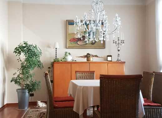 Schöne 6-Zimmer-Altbauwohnung mit Balkon